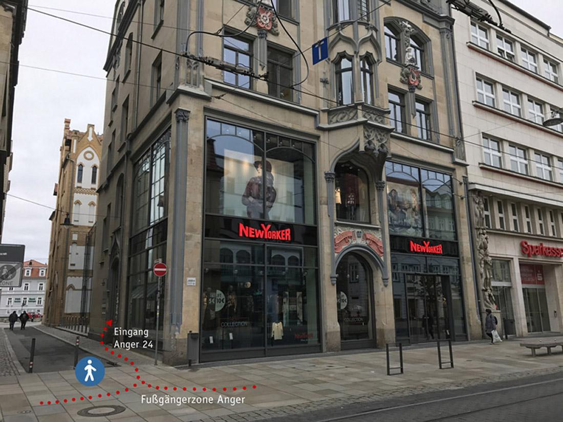 Gebäude am Anger 24 in Erfurt mit den Büroräumen der Rittweger und Team Werbeagentur und Kennzeichnung des Eingangs zur Agentur