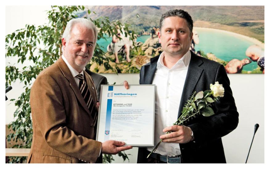 Urkundenübergabe Nachhaltigkeitsabkommen NAThüringen durch Minister Reinholz an Heiko Rittweger