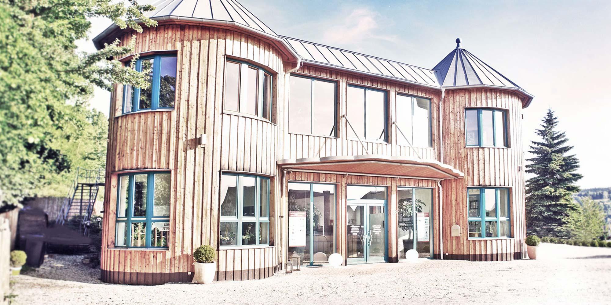 Außenansicht des Firmengebäudes der Rittweger und Team Werbeagentur in Suhl/Thüringen