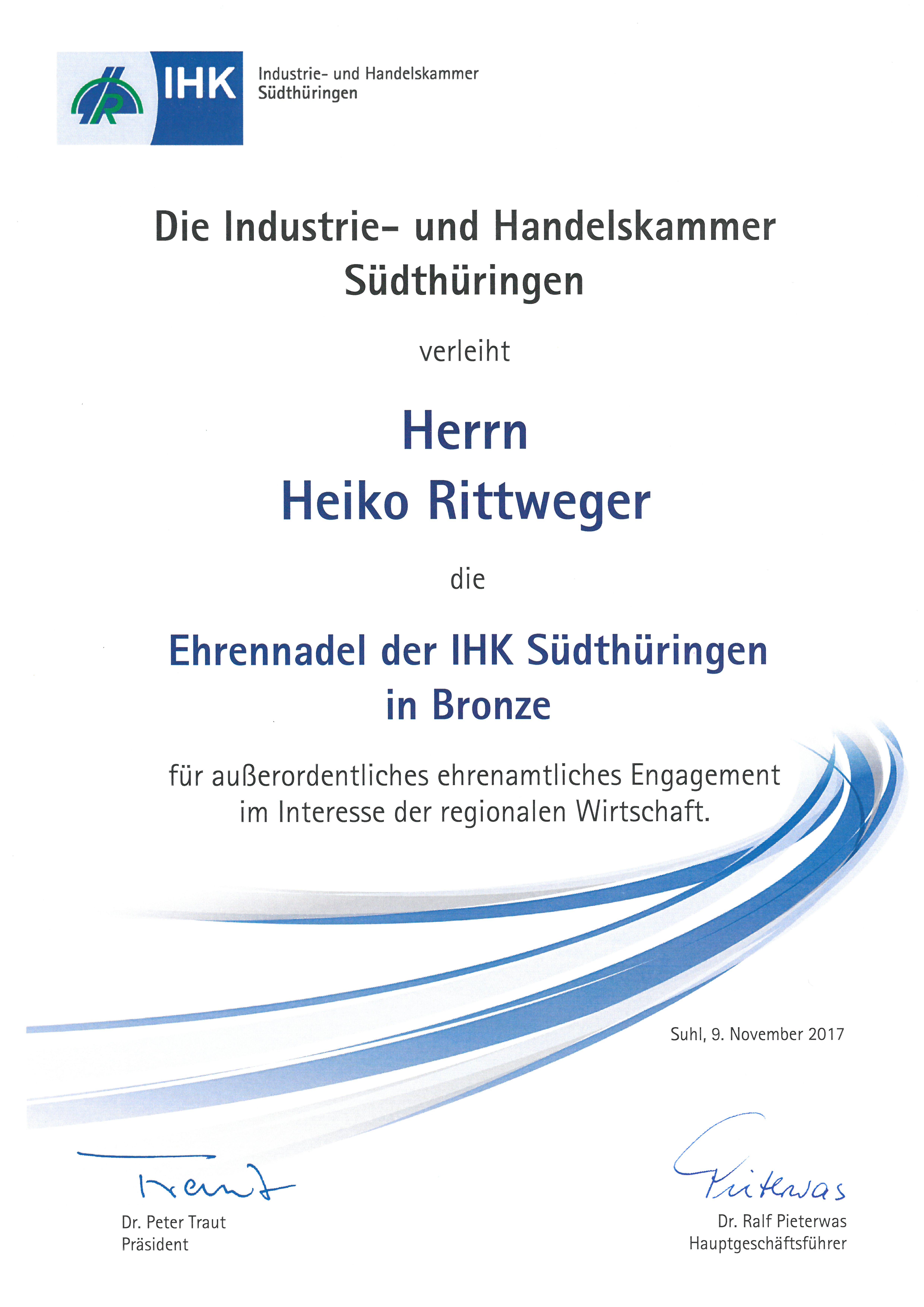 Urkundenübergabe Nachhaltigkeitsabkommen NAThüringen durch Staatssekretär Olaf Möller an Heiko Rittweger