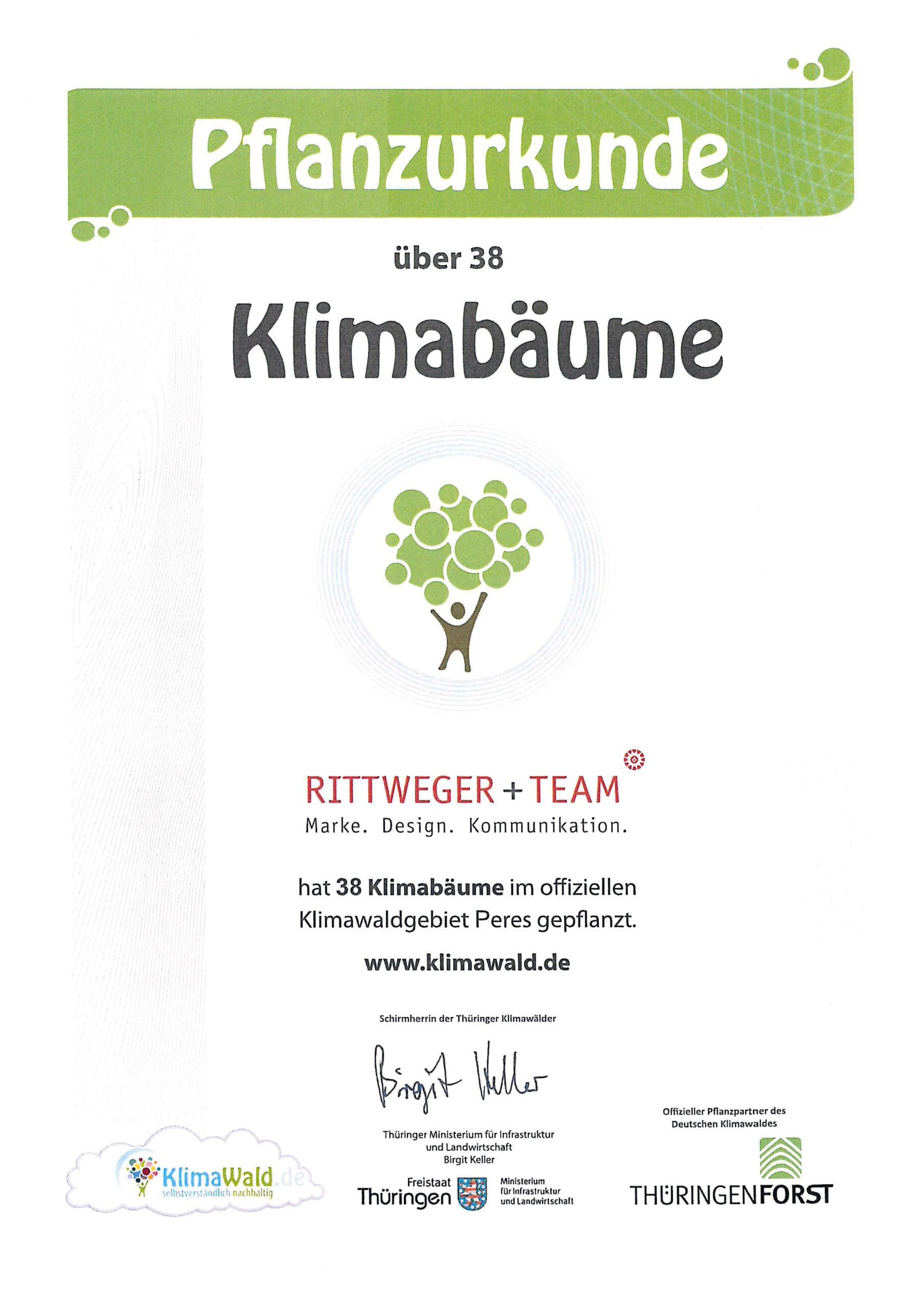 Klimaurkunde – RITTWEGER + TEAM Werbeagentur GmbH hat 38 Klimabäume im offiziellen Klimawaldgebiet Wollersleben gepflanzt.