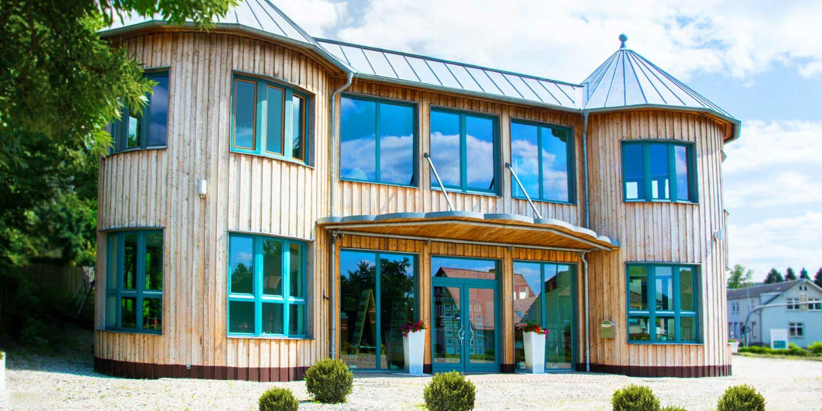 Außenansicht des Firmengebäudes der Rittweger + Team Werbeagentur in Suhl/Thüringen